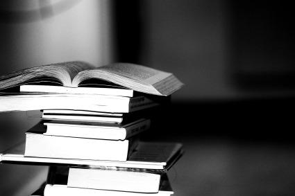 books-2337525_1920